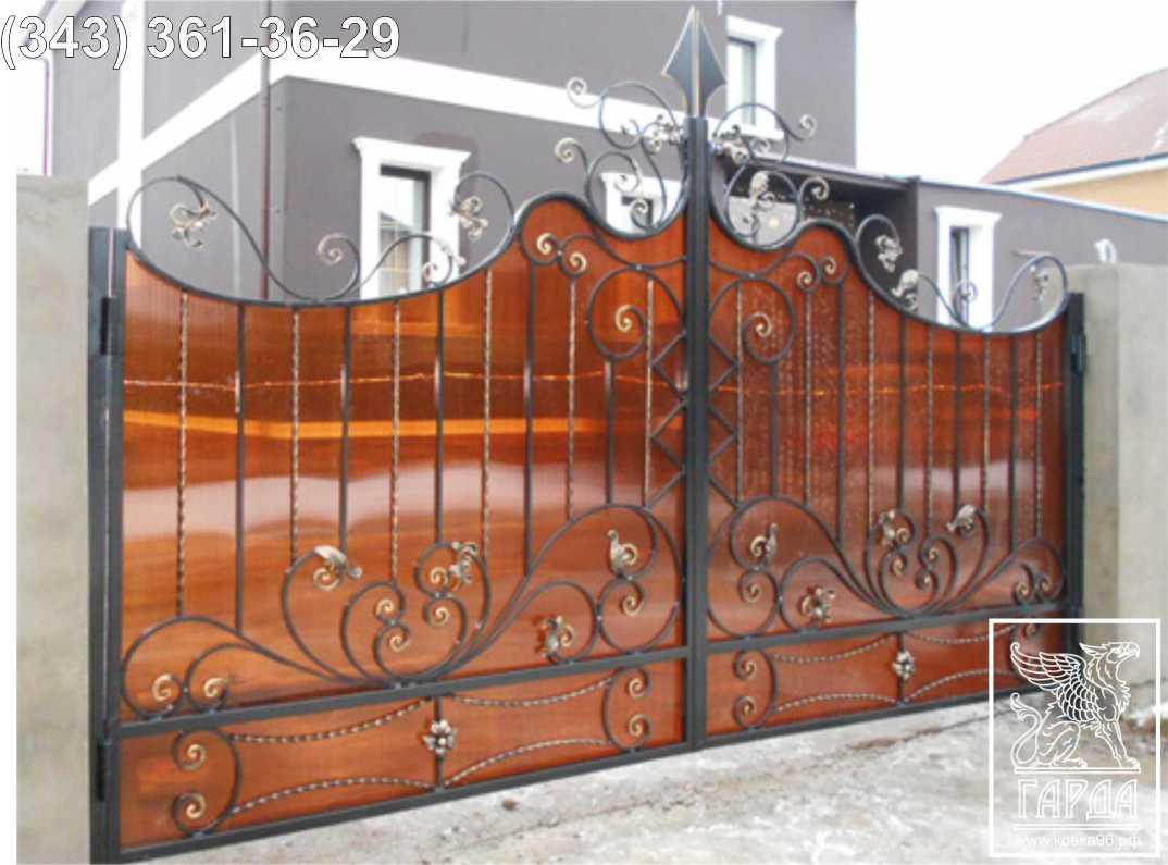 Кованые ворота: освещаем по порядку