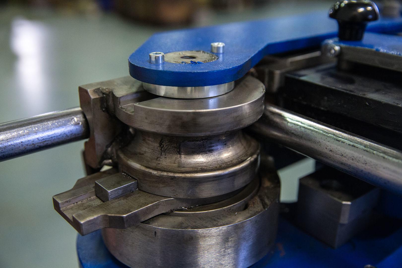Особенности конструкции и изготовление гибочного станка для профильной трубы