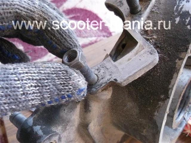 Как выкрутить обломившийся болт из блока двигателя не снимая головки