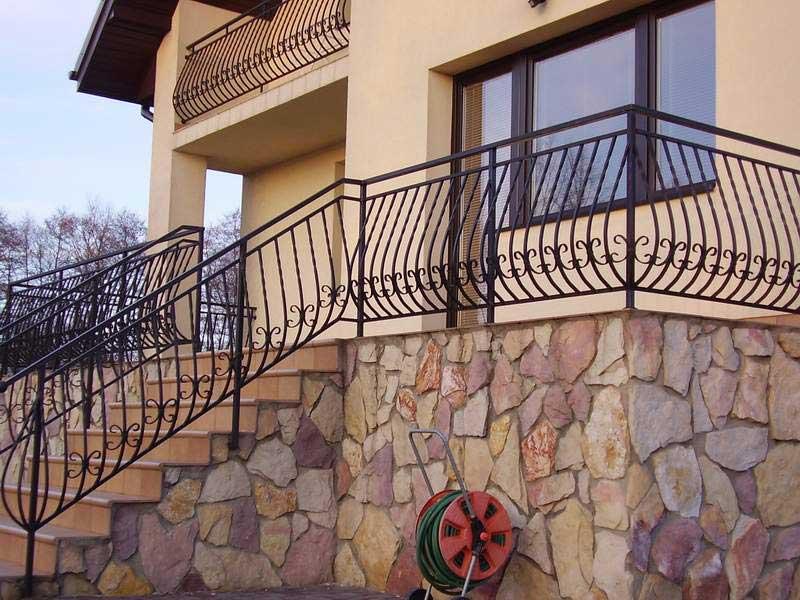 Перила для крыльца (44 фото): металлические ограждения для наружных лестниц, как сделать своими руками уличные перила из металла