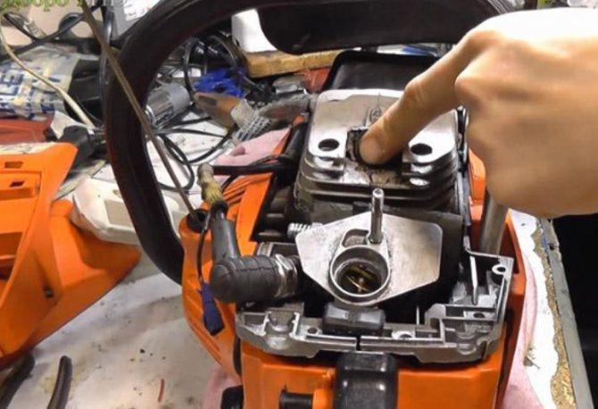 Бензопила не набирает обороты — причины и ремонт своими руками