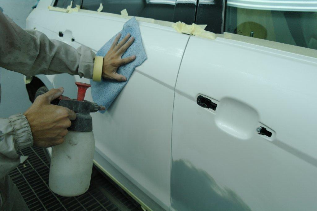 Чем можно обезжирить поверхность стеклянных или металлических изделий в домашних условиях