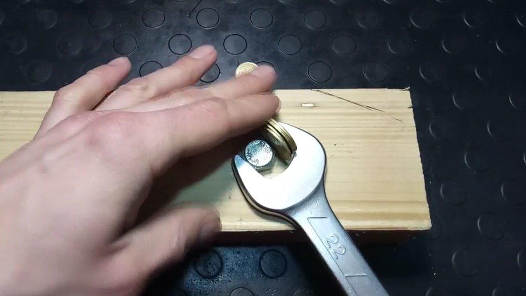 Как открутить прикипевший или заржавевший болт или гайку