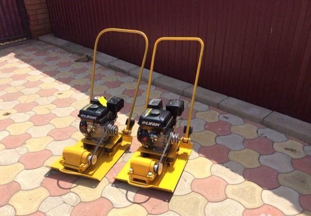 Трамбовка песка виброплитой и вручную: технология по шагам, стоимость работ за м2