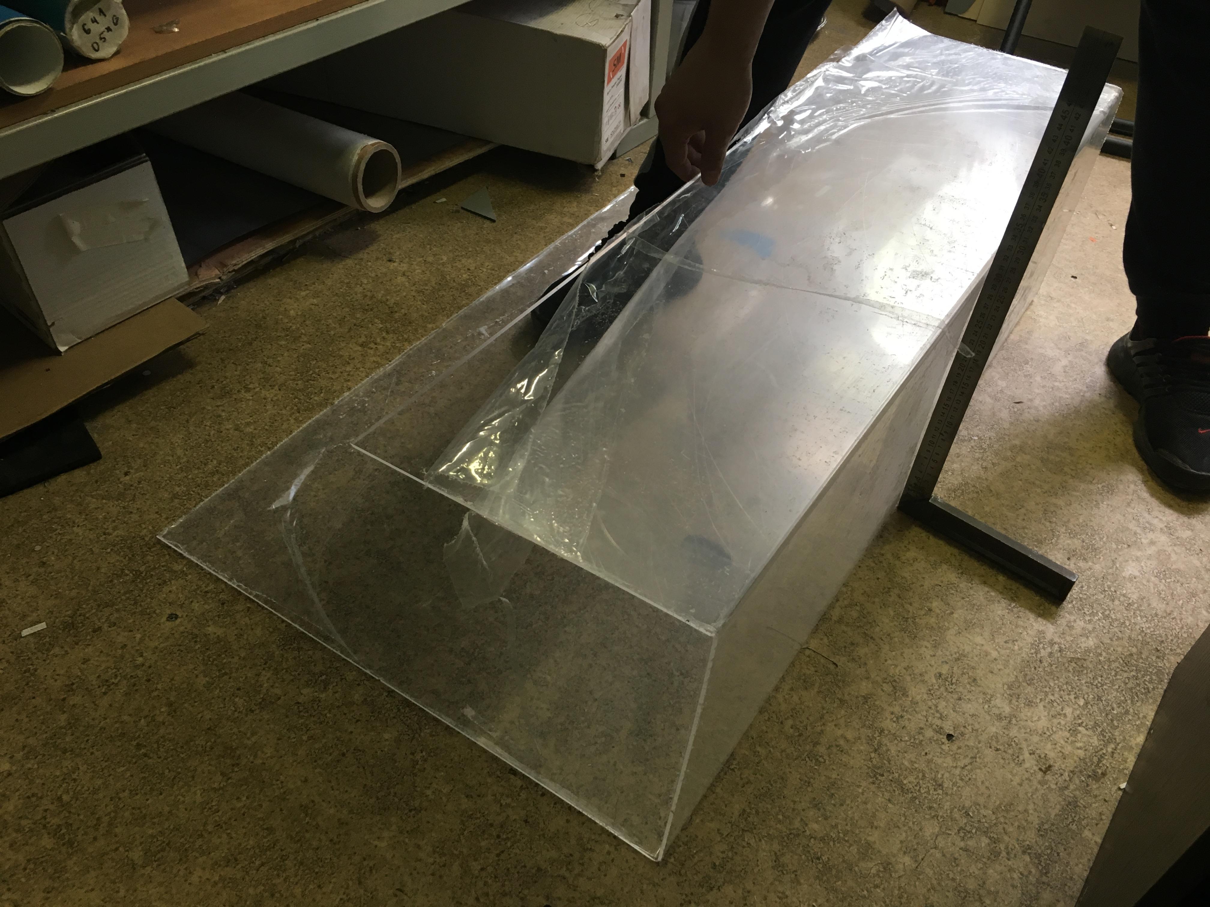 Как согнуть акриловое стекло в домашних условиях. как самостоятельно правильно согнуть оргстекло в домашних условиях. что такое оргстекло