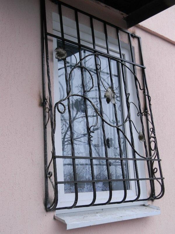 Кованые решетки на окна, металлические решетки, цена изделия