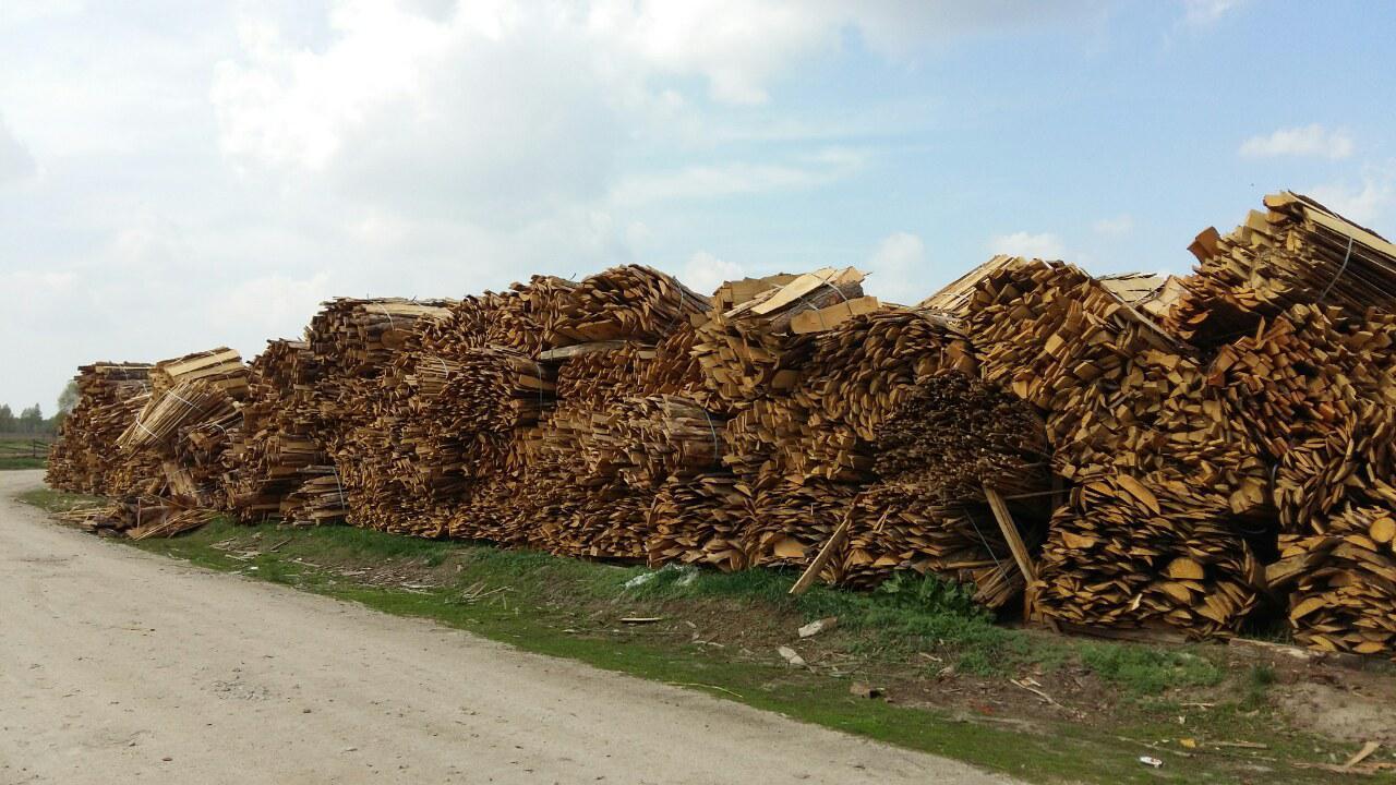 Стружка древесная: описание с фото, чем отличается от опилок и щепы, применение этих отходов древесины для различных нужд