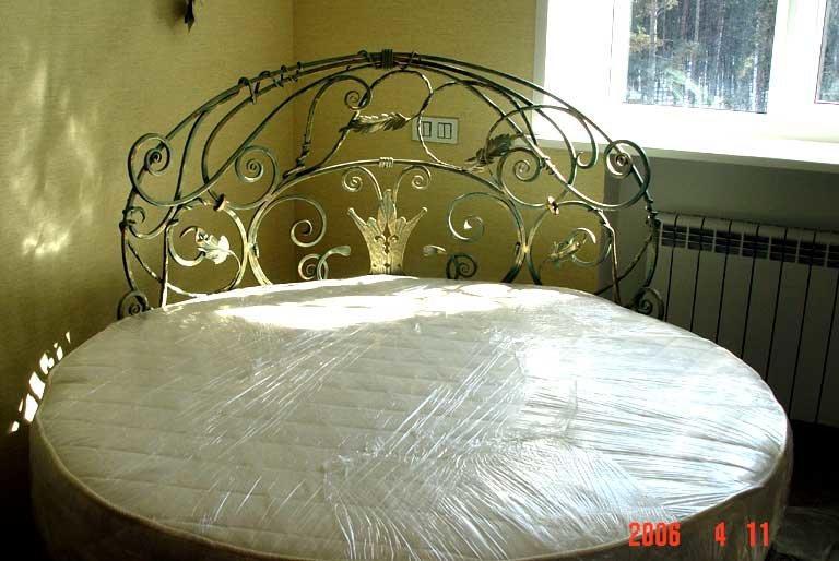 Кованые кровати: 115 фото моделей с использованием элементов художественной ковки
