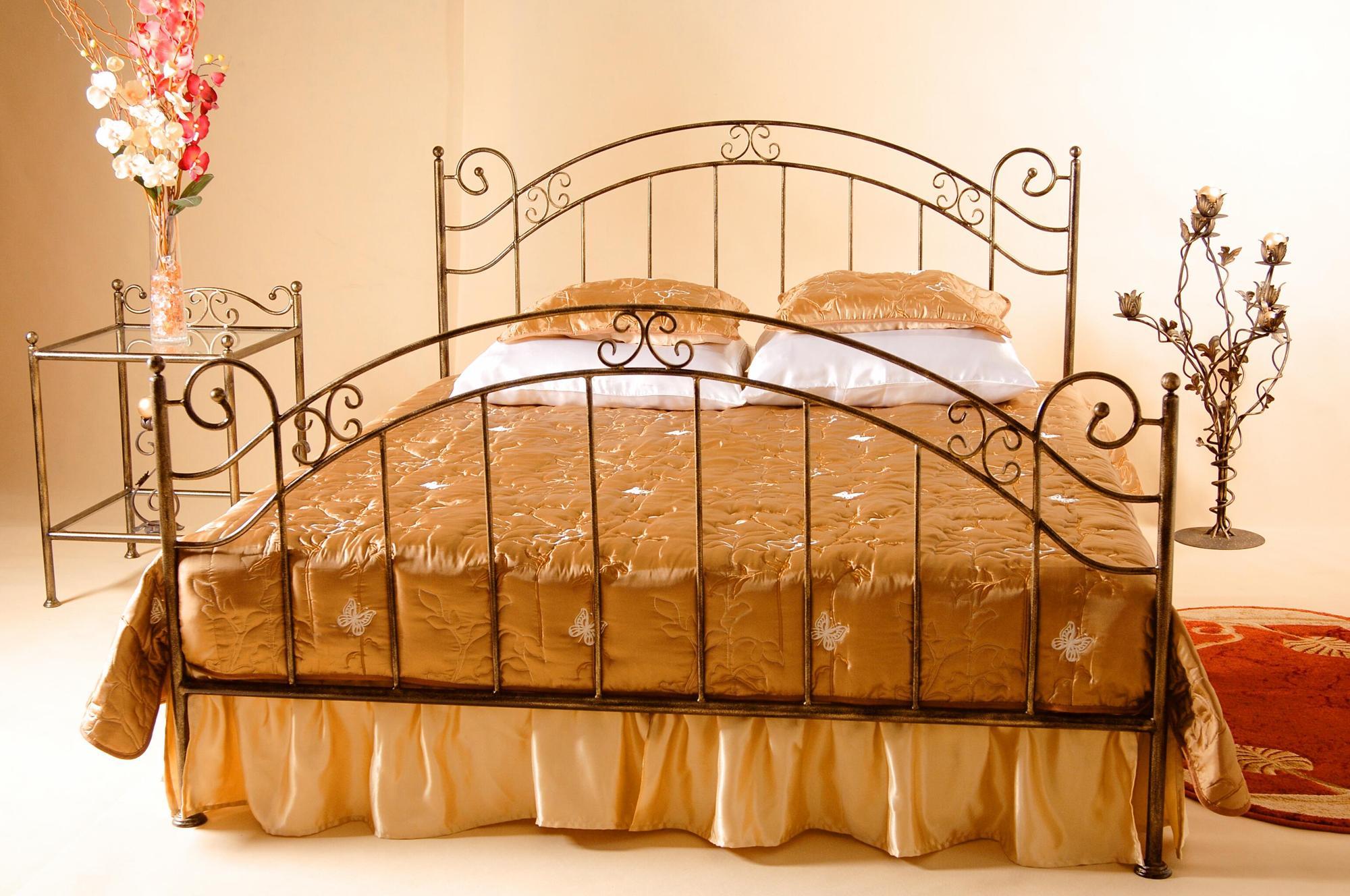Кованые кровати: 60+ фото в интерьере, идеи для спальни и детской