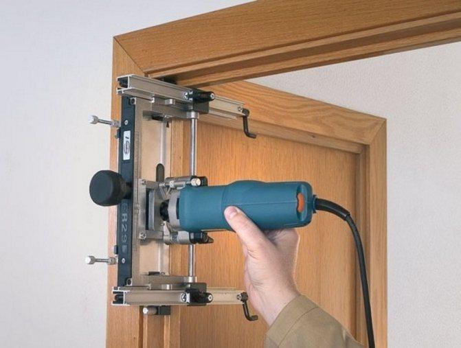 Врезка замка в деревянную дверь фрезером. как врезать замок с помощью фрезы. разновидности фрез: какие пригодятся при монтаже запирающего устройства