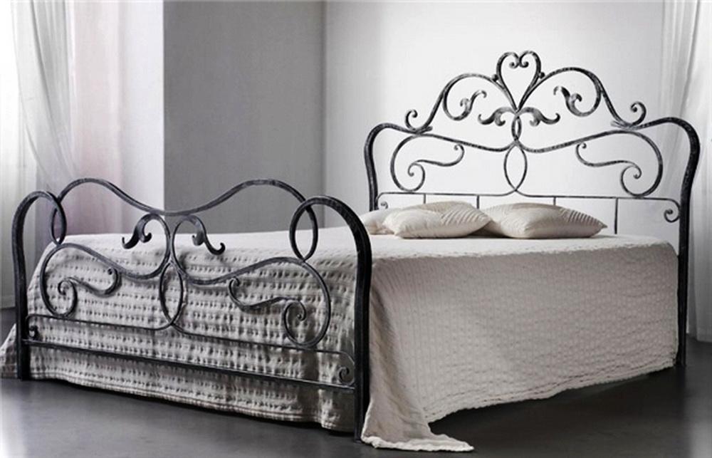 Кованые кровати: искусство красоты