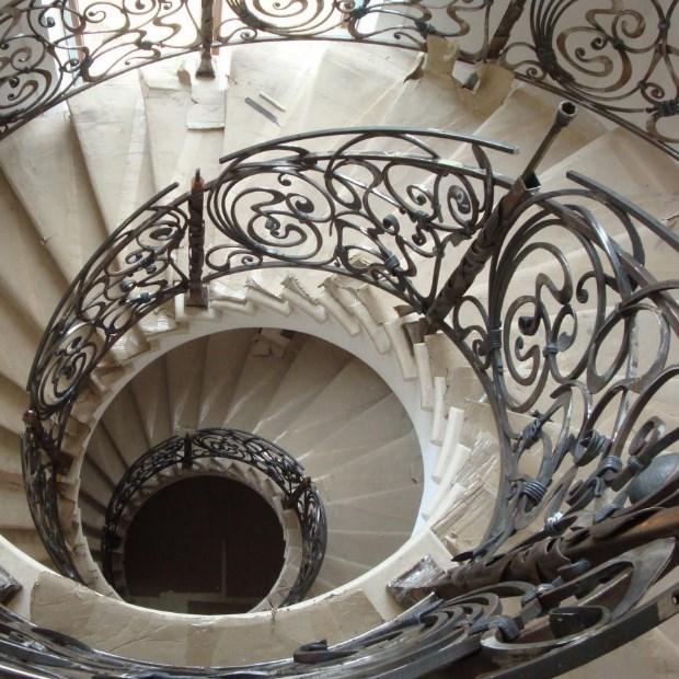 Винтовые лестницы на второй этаж: 100+ фото [частные дома 2019]