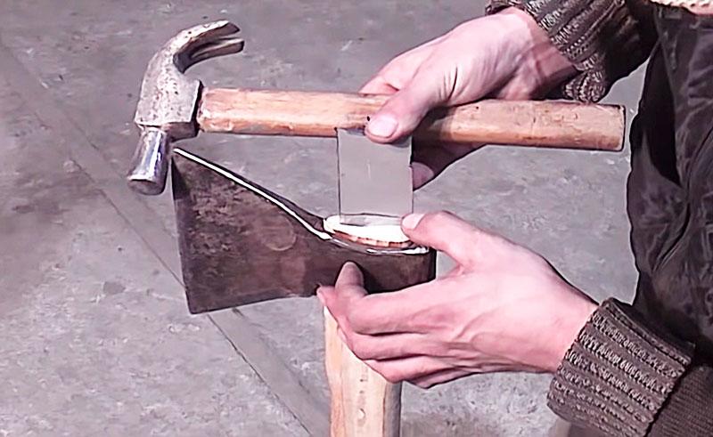 Как качественно насадить топор на топорище своими руками