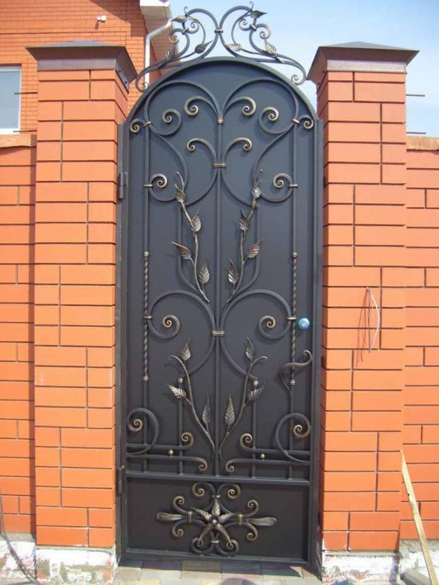 Кованые ворота – особенности изготовления и советы по применению ограждения (105 фото)