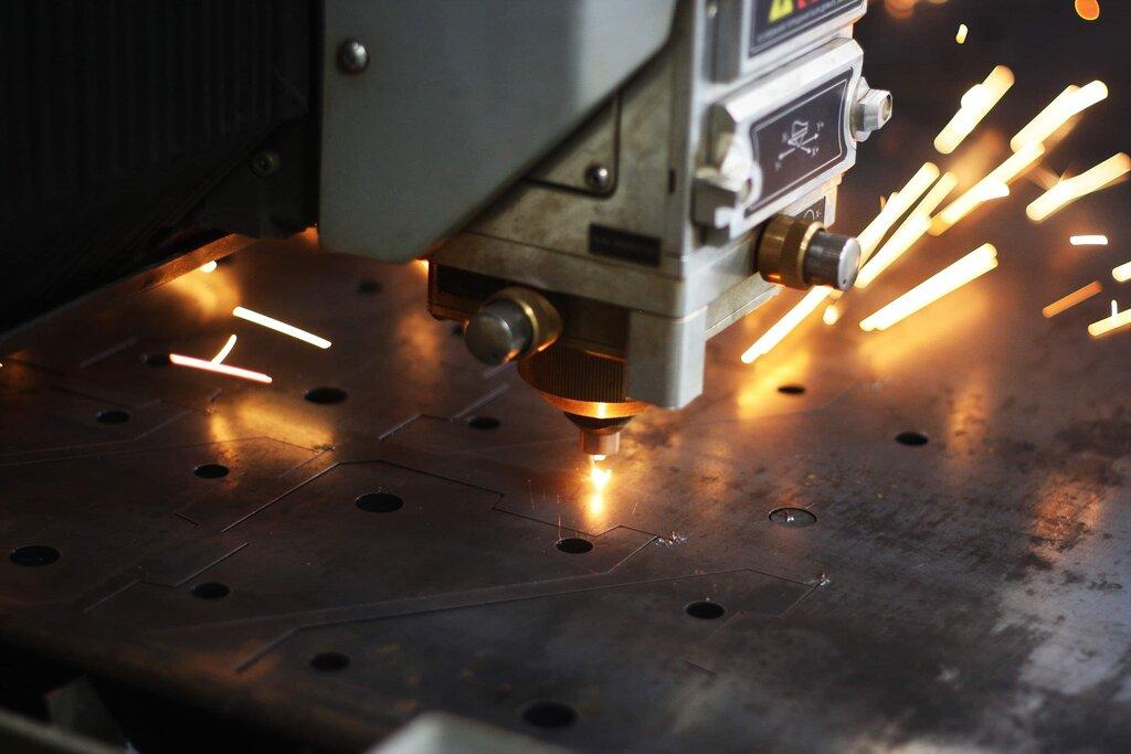 Лазерная резка и гравировка – изучаем технологию и оборудование + видео