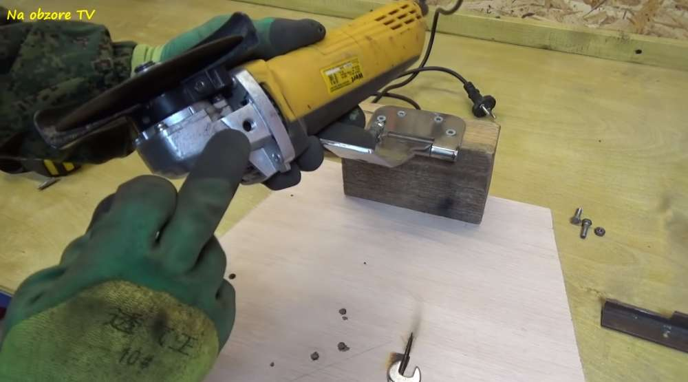 Как сделать торцовочные станки по дереву своими руками