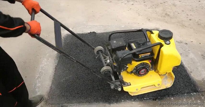 Трамбовка грунта виброплитой: для уплотнения, укладка тротуарной плитки, для асфальта, что это такое