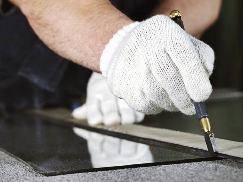 Как правильно резать стекло стеклорезом: резка в домашних условиях, как пользоваться масляным, алмазным, роликовым, чем заправить