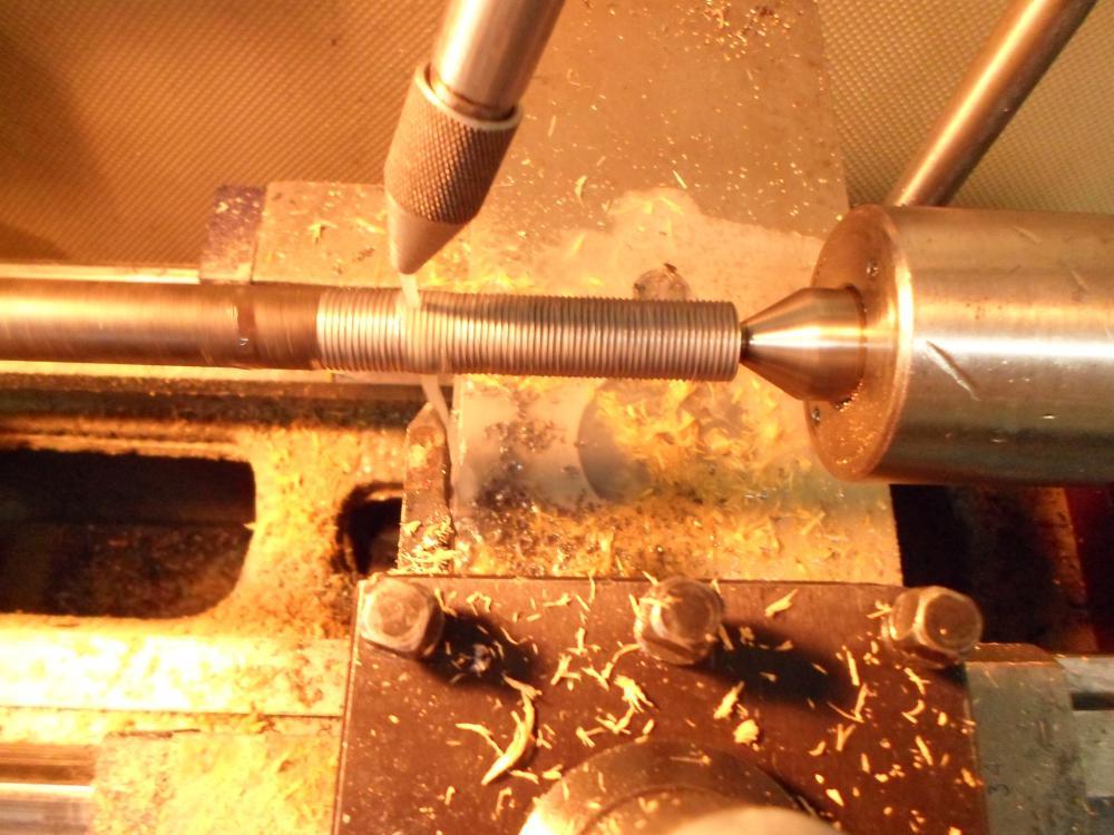 Как нарезать трапецеидальную резьбу на токарном станке? - справочник по металлообработке и оборудованию