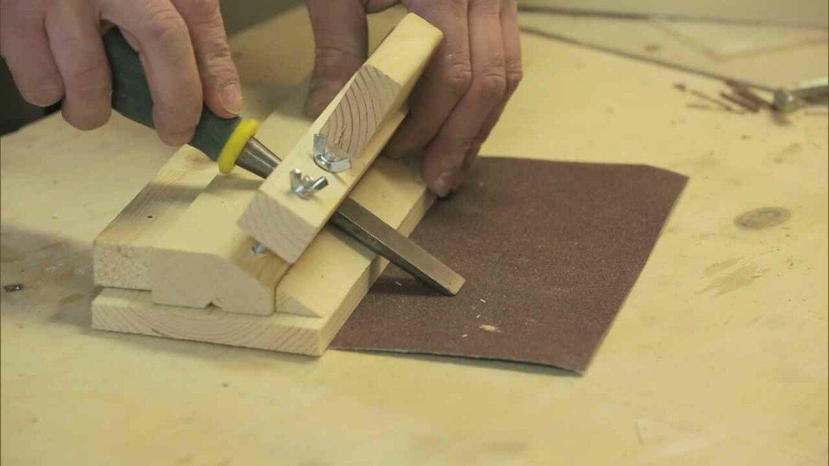 Как заточить стамеску? приспособления для заточки стамесок по дереву, угол заточки. заточка тележкой и другими станками в домашних условиях
