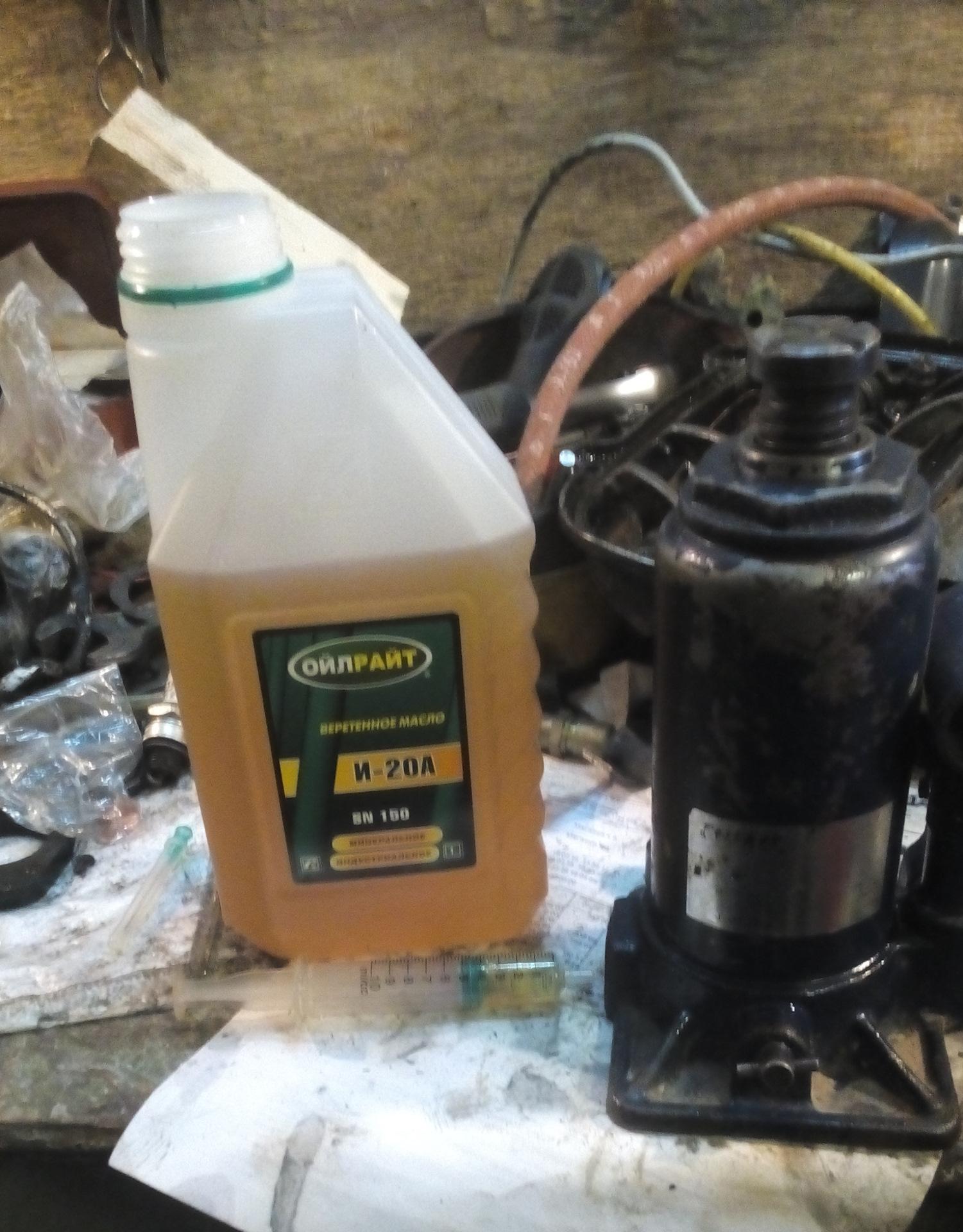 Масло для гидравлического домкрата: какое заливать в подкатной и бутылочный домкрат? можно ли лить тормозную жидкость?