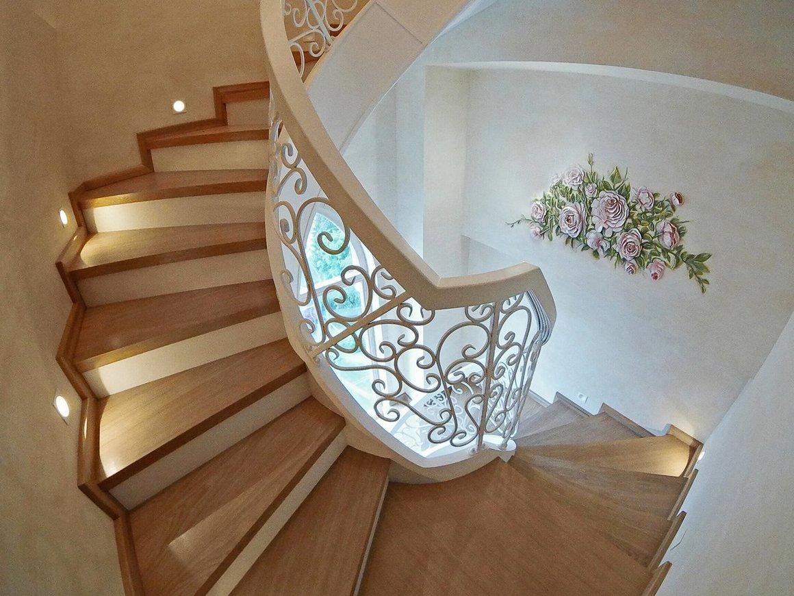 Кованые лестницы на второй этаж в частном доме: правила выбора и фото