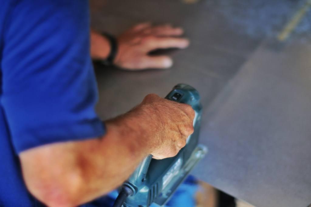 Как режут оргстекло в домашних и промышленных условиях