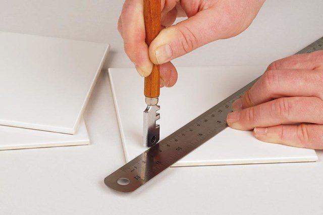 Подробная инструкция: как правильно резать зеркало стеклорезом