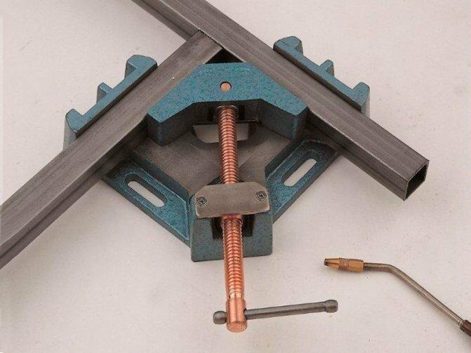 Как изготовить своими руками угловую струбцину?