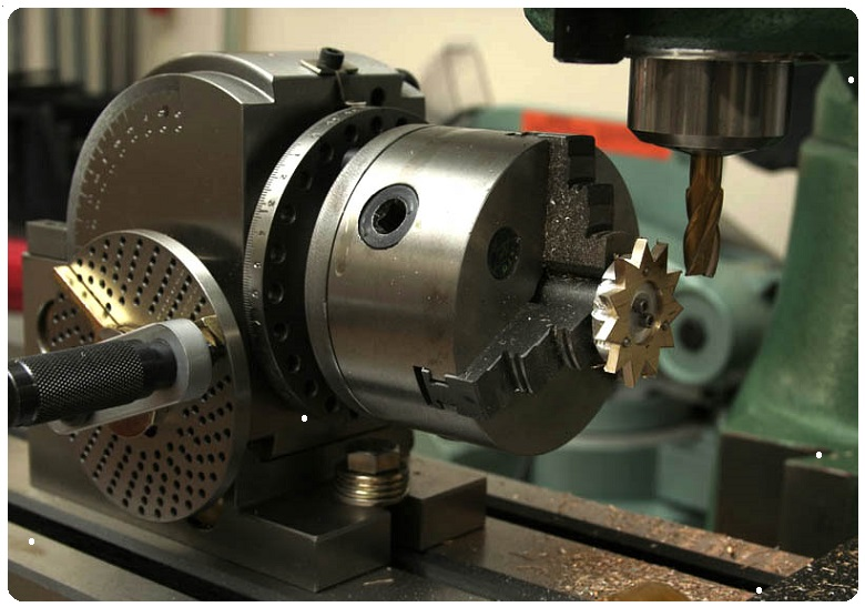 Как из обрезков металла и старых деталей своими руками сделать токарный станок с чпу, чтобы заменил покупное оборудование?