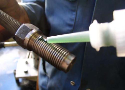 Восстановление резьбы с помощью клея «холодная сварка»
