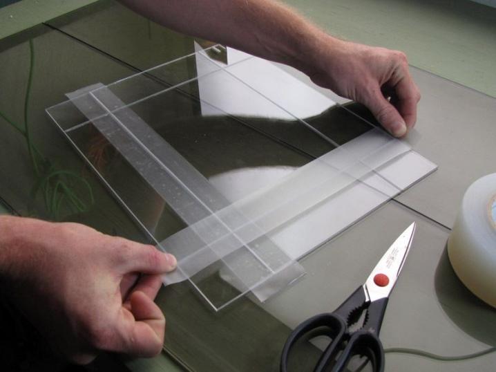 Клей для оргстекла: прозрачный клей для плексигласа и для акрилового стекла, уф-клей и дихлорэтан, водостойкие виды для аквариума и металла