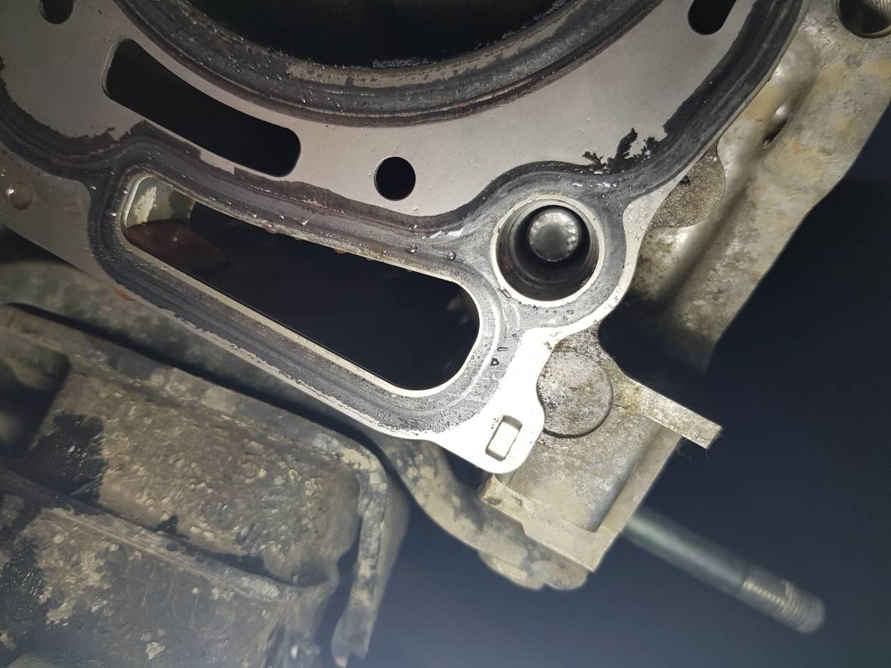 Как приклеить шпильку в блок двигателя