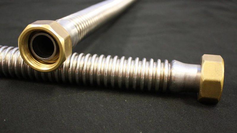 Гофрированная труба (51 фото): гибкая пластиковая конструкция размером 20 мм для вентиляции, водопропускные варианты для вытяжки, требования по госту