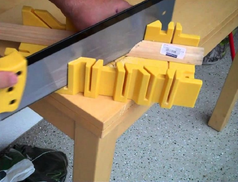 Как выбрать поворотное стусло с ножовкой: на что обратить внимание перед покупкой, важные характеристики, обзор 5 лучших комплектов, их преимущества и недостатки, особенности конструкции и правила использования
