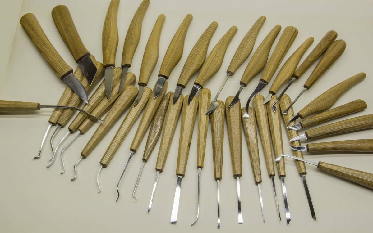 Какие инструменты нужны для резьбы по дереву