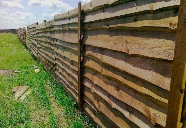Забор из горбыля своими руками — просто, оригинально и недорого