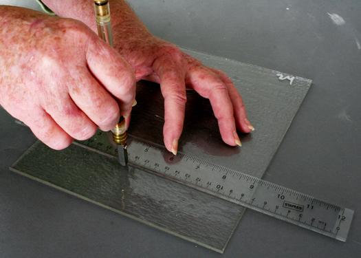 Резка каленого стекла в домашних условиях: инструкция, инструменты
