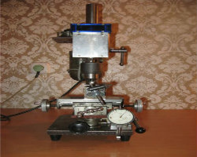 Токарно-фрезерный станок по металлу. станок и фрезерная приставка (головка)