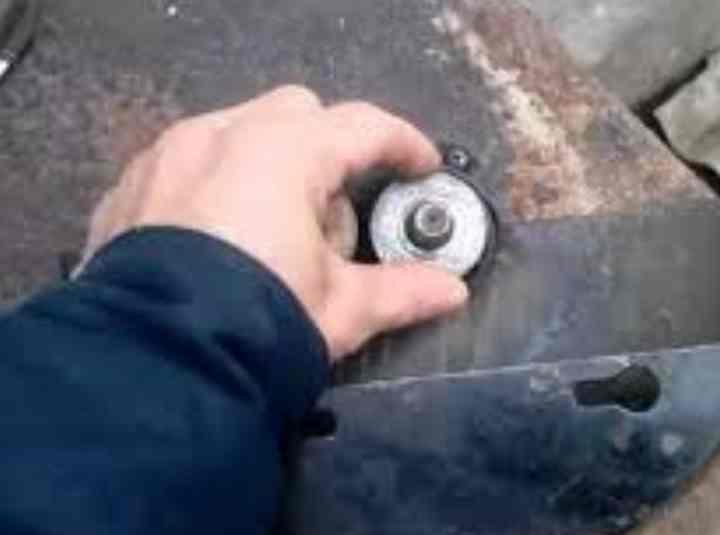 Закусило диск на болгарке, как открутить гайку