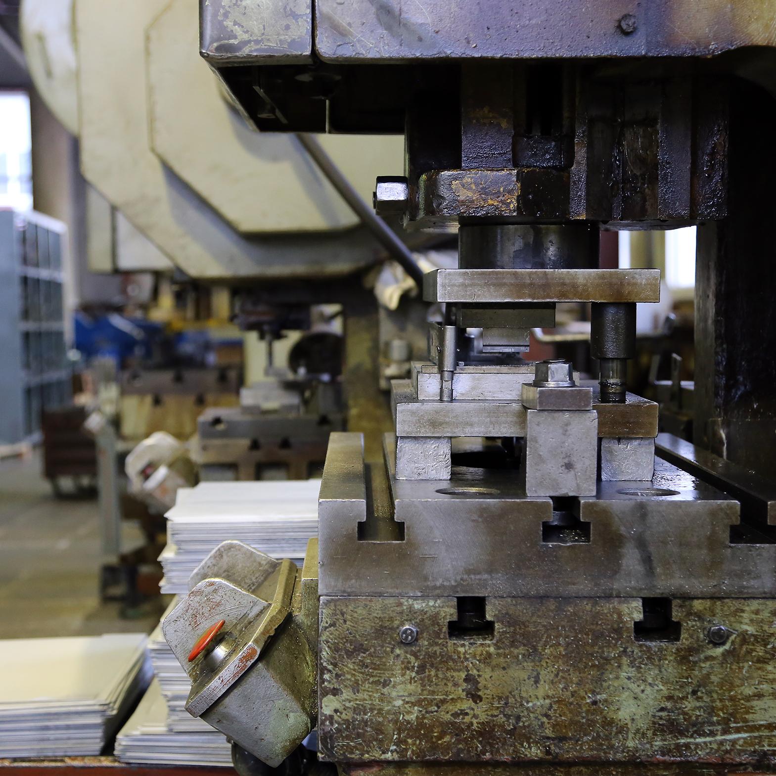 Холодная штамповка металла на заказ :: услуги по штамповке деталей из листового металла - техносила | москва и московская область
