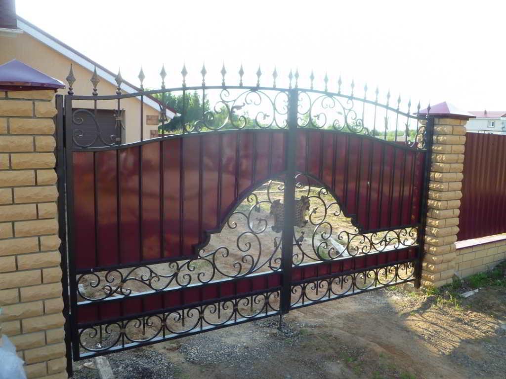 Кованые откатные ворота (25 фото): ворота из профлиста с элементами ковки и добавлением кованых деталей