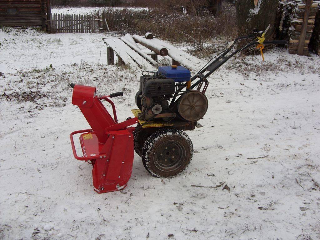 Снегоуборщик для мотоблока: чистка снега снегоуборочной насадкой, газонокосилка с отвалом на ока - три в одном