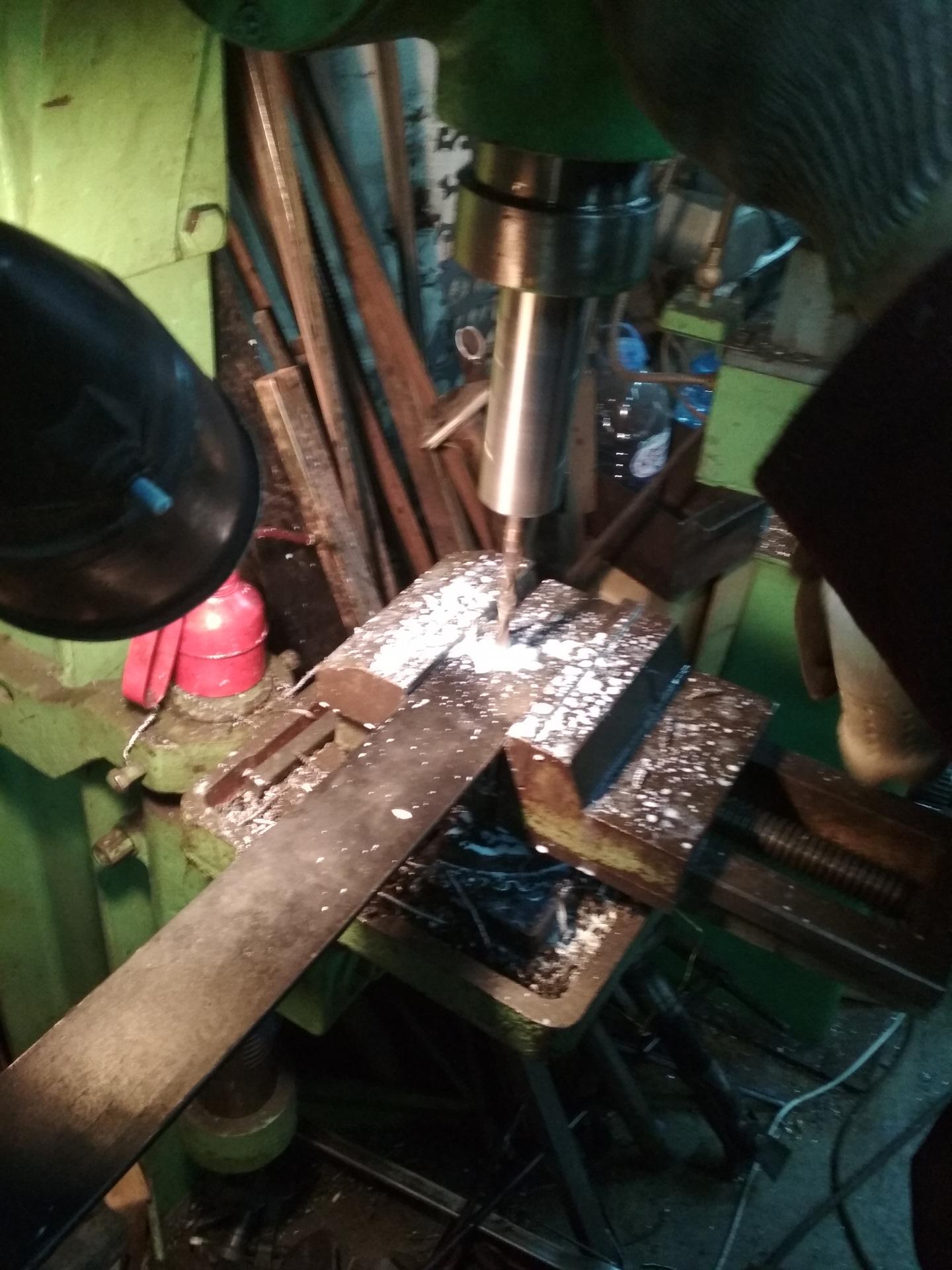 Как проделать отверстие в металле. как сделать отверстие в закаленной стали без сверления. чем сверлить отверстия в металле большого диаметра