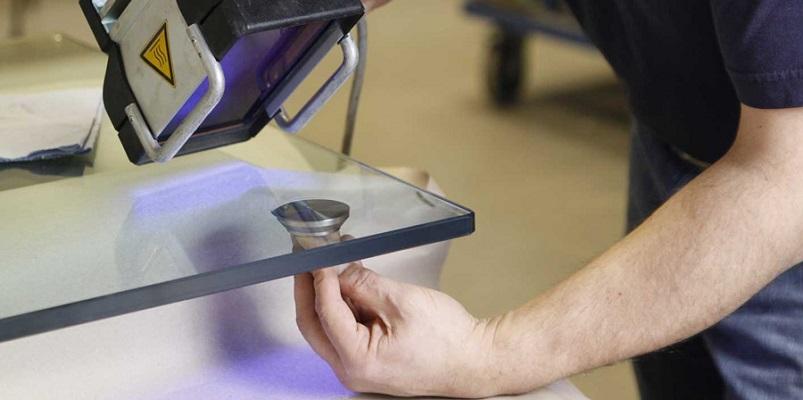 Как приклеить ткань своими руками клеем или утюгом к текстилю, бумаге или картону, дереву или стеклу?