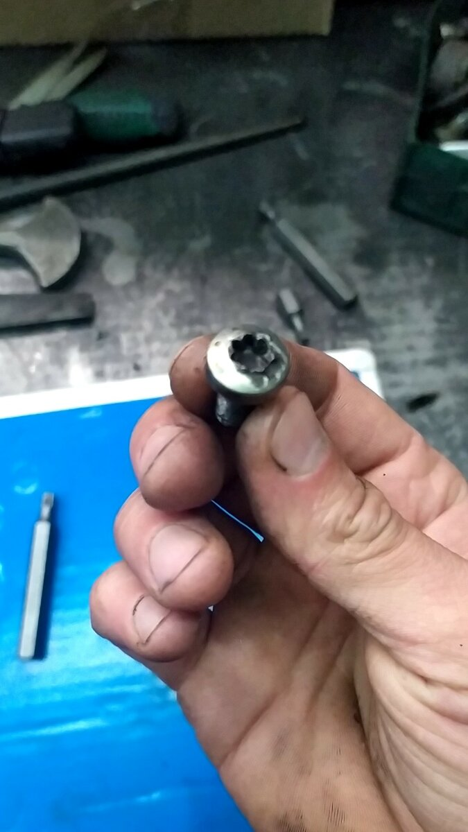 Как открутить гайку с сорванными гранями или выкрутить слизанный болт - cardinator