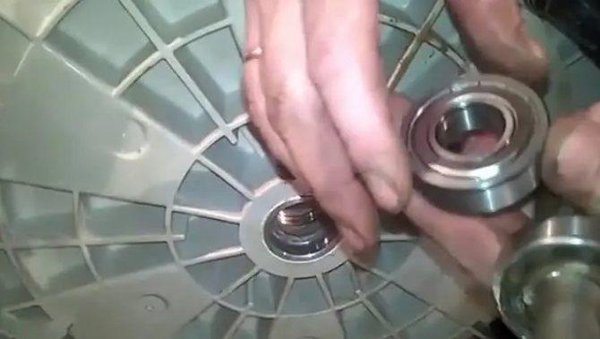 Ремонт стиральных машин atlant: выбор запчастей и разборка машины своими руками. как снять барабан? ремонт насоса и тэна