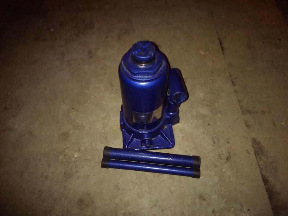 Куда залить масло в гидравлический домкрат - moy-instrument.ru - обзор инструмента и техники