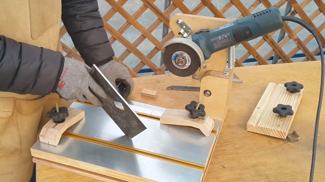 Стойка для болгарки своими руками (28 фото): самодельная станина для ушм. как сделать держатель по чертежам? изготовление крепления на подшипниках
