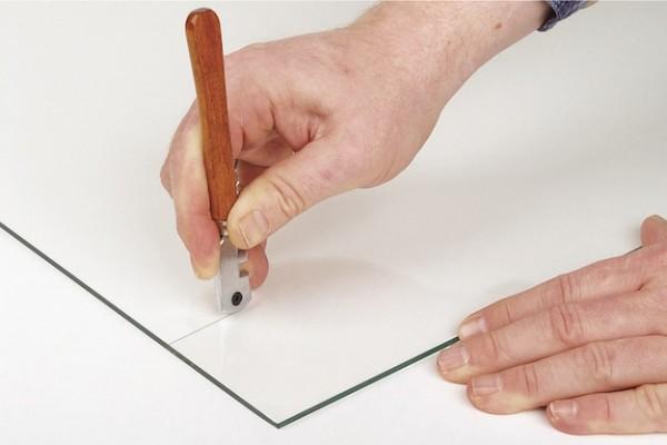 Как резать стекло правильно: виды стеклорезов, особенности инструмента